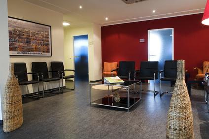 Wartezimmer-Wandfarben-Arztpraxis