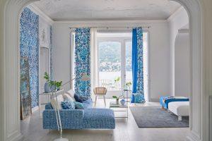 designersguild_raumgestaltung-farben-blau-Vorhang-tapete