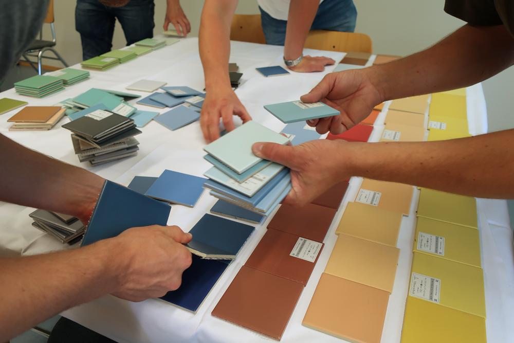 fliesenleger-farbkonzept-licht-raumgestaltung-ausbildung
