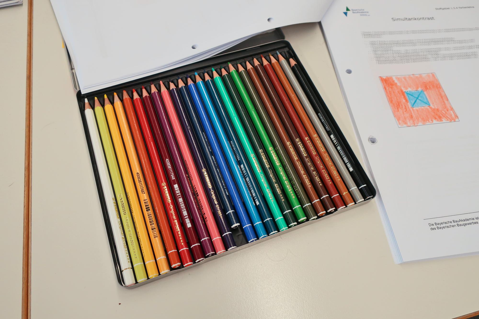 Farben-Schule-Kontraste-Lernen