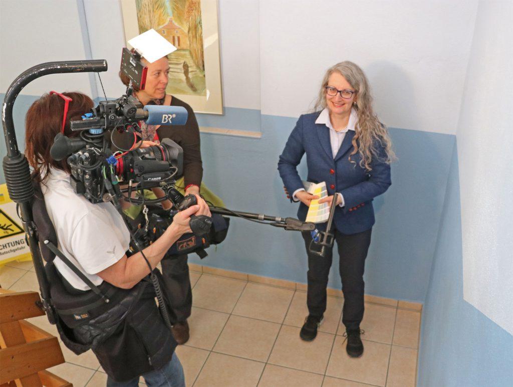 Farbe-Seniorenheim-BR-Fernsehen-Interview-Blau